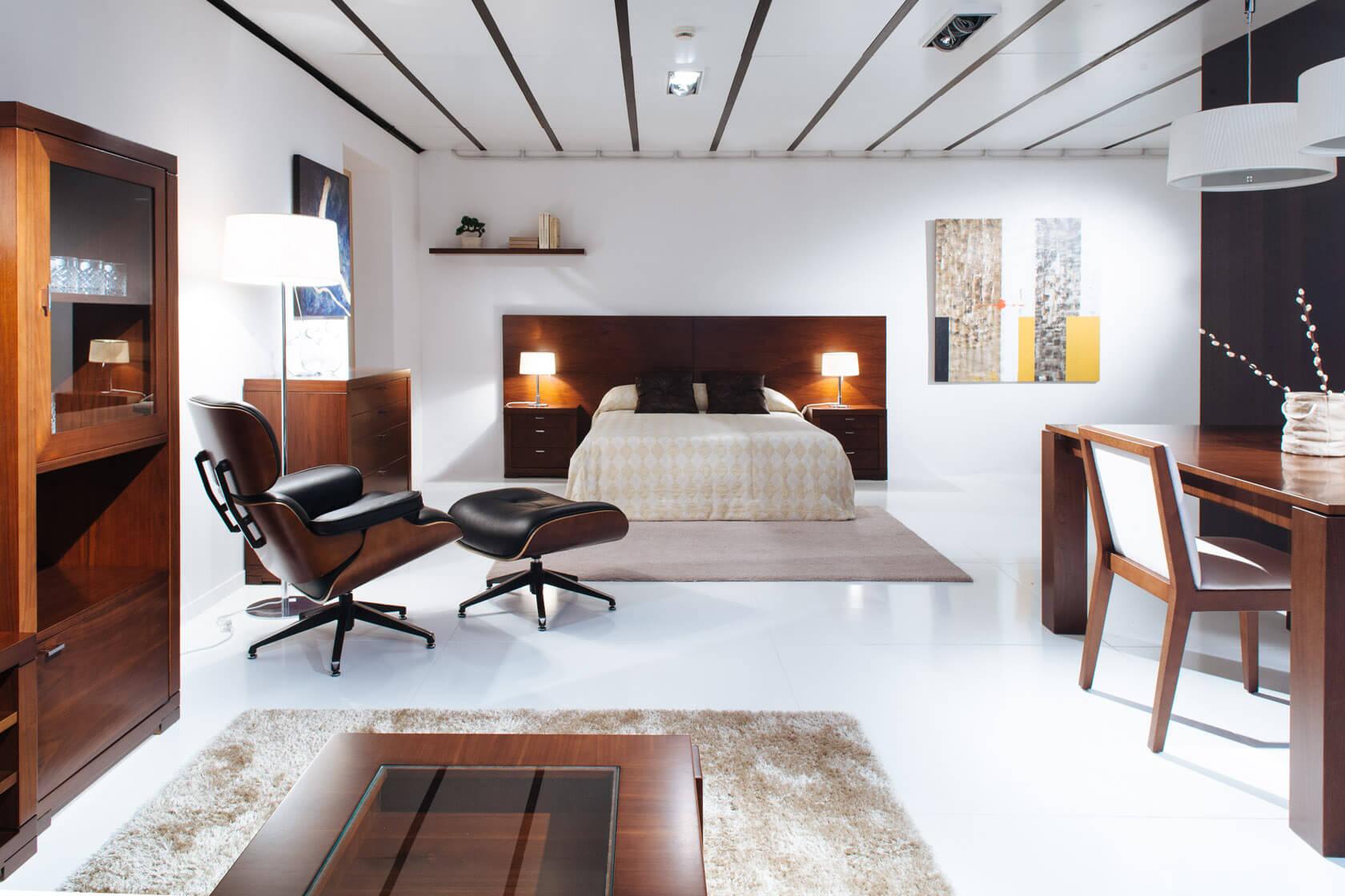 mostrari de mobiliari clàssic a l'exposició de mobles güell