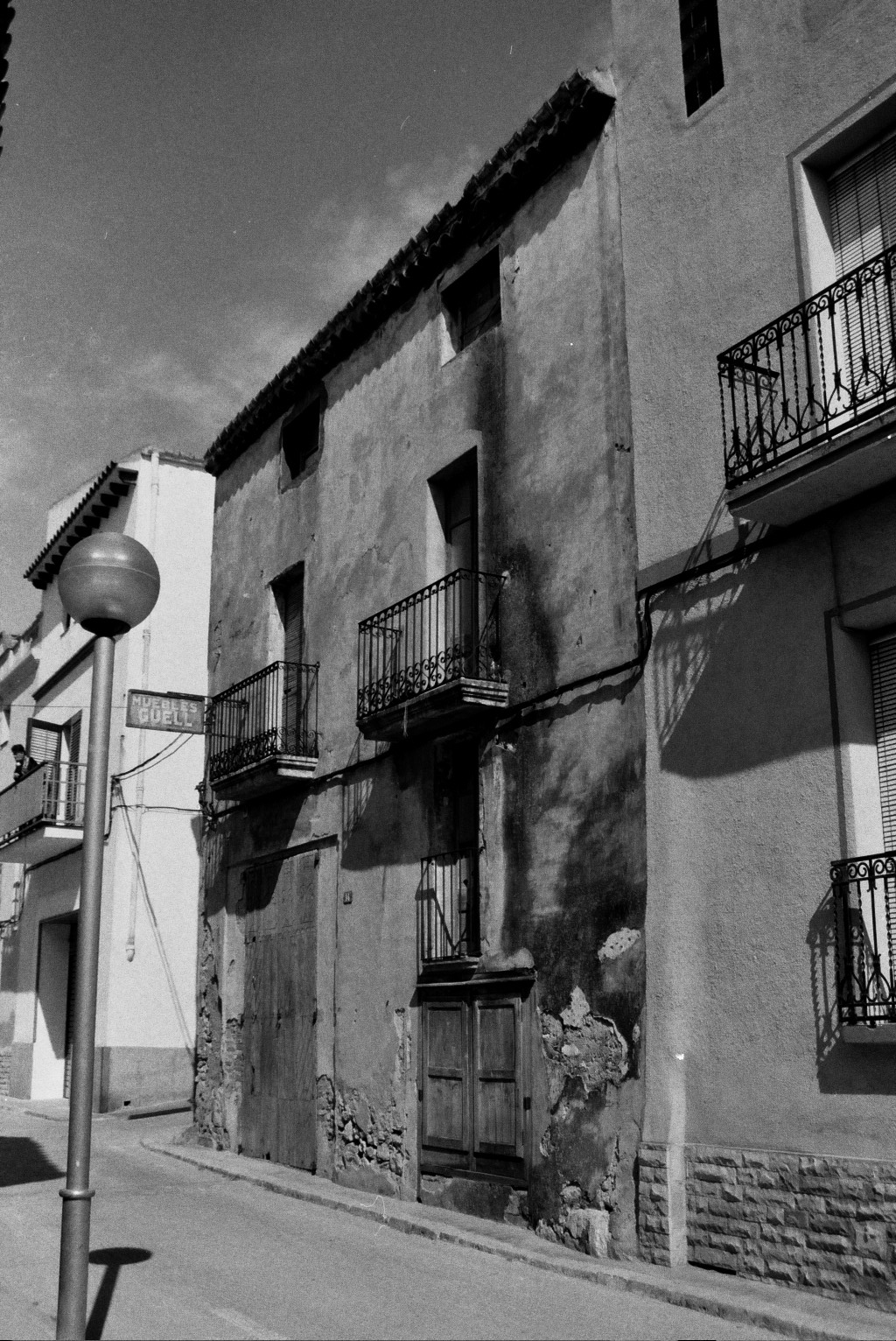 primera casa de mobles güell. Botiga de mobles a masllorenç, Tarragona