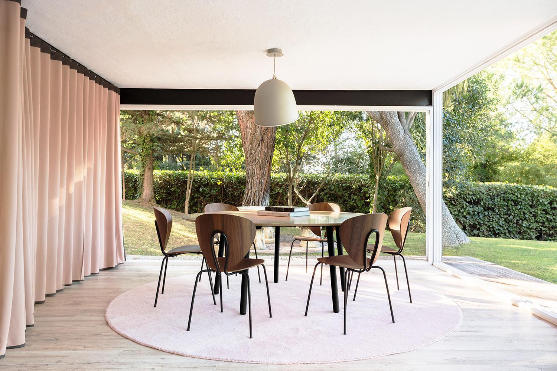 imatge decoració amb taules i cadires stua