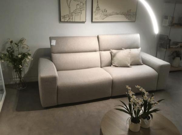 Sofà amb capçal reclinable   Mobles Güell